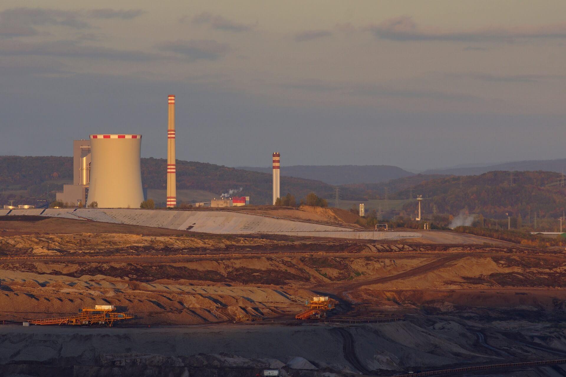 Surowce przemysłowe w Polsce