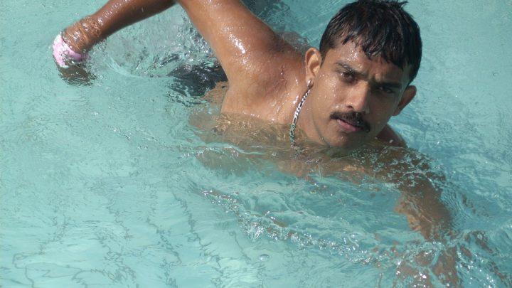 Kiedy rozpocząć naukę pływania dziecka?